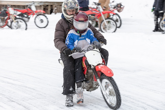 15_0207_IceRacing_080A